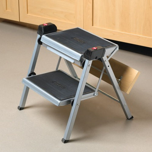 Richelieu 4412100 Folding Step Stool